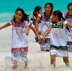 En Akumal los niños no pueden correr así ,a menos que tengan 12 dólares