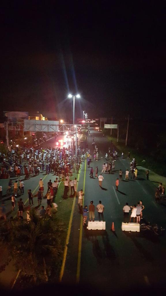 En Puerto Aventuras bloquearon carretera por falta de agua