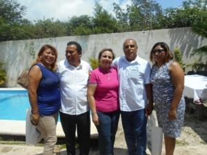 En extremos,Juliana Colli y su suplente Rosa Caamal con Alicia Ricalde y el regidor carrilloportenses,Samuel Lopez