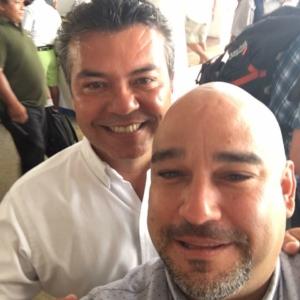 Un hombre sin escrúpulos,Heriberto Millar ahora se hinca con Carlos Joaquín.Borra su tuit y su Facebook