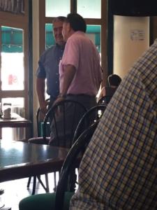 Hoy en Cafe de Cancún el agua busca su nivel.Con este tipo AMLO favoreció a Carlos Joaquín