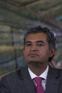 CIUDAD DE MÉXICO, 31MARZO2016.- Enrique Ochoa Reza, director del Comisión Federal de Electricidad, durante la firma entre la CFE-Inifed en la sede de la SEP. FOTO: MOISÉS PABLO /CUARTOSCURO.COM