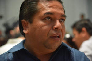 El líder de la bancada del PRD en el Congreso estatal, Emiliano Ramos, no se la cree: le ganaron al PRI la Gran Comisión.