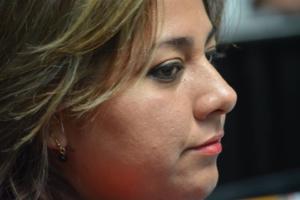 No sabemos si la diputada Jenni Juárez tiene sueño o está triste.