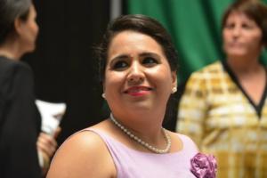 La panista Mayuli Martínez, sonríe por las ovaciones de la gente que se dio cita en el Congreso