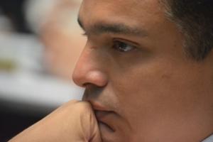 El coordinador de los diputados del PRI, Raymundo King, con la mirada perdida, luego de no conseguir la presidencia de la Gran Comisión.