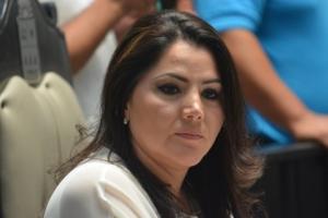Ante la derrota del PRI-PVEM por la Gran Comisión, Santy Montemayor prefiere perder la mirada.