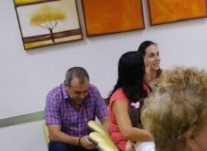Con su esposa Violeta Eljure en una clínica de Mérida, Yucatán. Ya se preparan para salir del país como archimillonarios