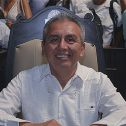 Vocal Javier Padilla del PES