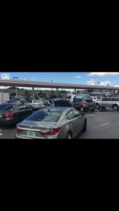 Cientos de autos en fila